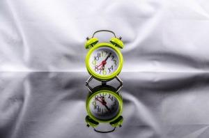 Gå upp när klockan ringer även efter en natts dålig sömn.